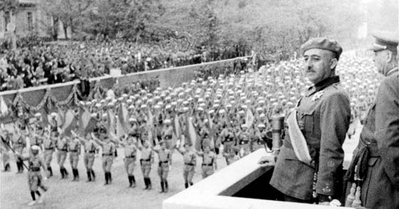 Francisco Franco en desfile del ejército español, 1939