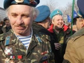 Homenaje en Ucrania a veteranos de conflictos locales cada