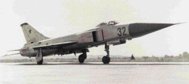 """Prototipo del Su-15 """"Bort-32""""en la pista"""
