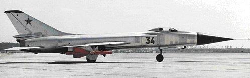 """Prototipo del Su-15 """"Bort-34""""en la pista"""